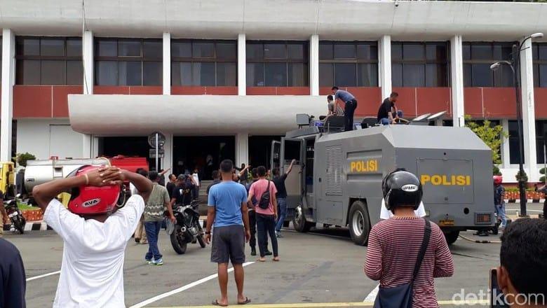 Peristiwa Terbakarnya Kantor Gubernur Papua Dan Bagaimana Kita Bisa Mencegahnya